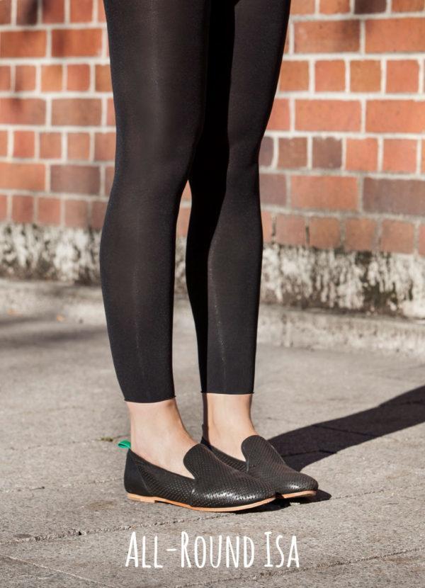 ISA besteht aus einem Hightech-Material, das ein top gleichmäßiges Maschenbild erzeugt und sich supersoft anfühlt. Mit 50 den passt sie perfekt zu jedem Outfit. Der breite Bund entsteht im Rundstrickverfahren und rollt sich nicht ein. Der Schnitt ist modern: Die Legging sitzt schön tief und lässt den Bauchnabel in Ruhe.