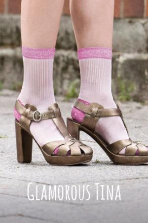 Diese schimmernden Rippensöckchen bestehen aus supersofter Leichtviskose mit Lurex-Details – glamourös wie unsere stilsichere Freundin Martina.