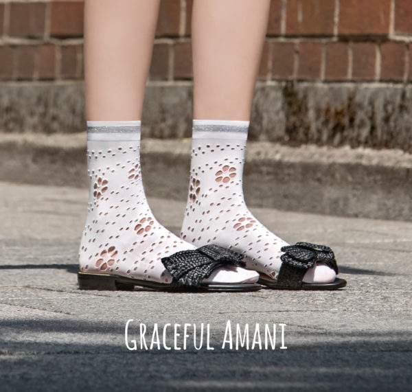 Graceful Amani white: 50 den Söckchen mit gestanzten Blümchen und Lurex-Bündchen