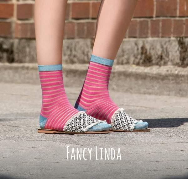 Fancy Linda flashy pink: Viskose - Söckchen mit transparenten Ringeln und Lurex - Details