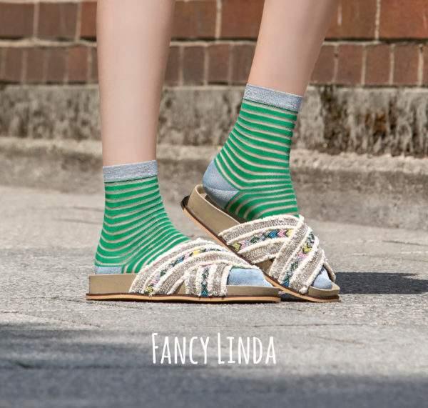Fancy Linda flashy green: Viskose - Söckchen mit transparenten Ringeln und Lurex - Details