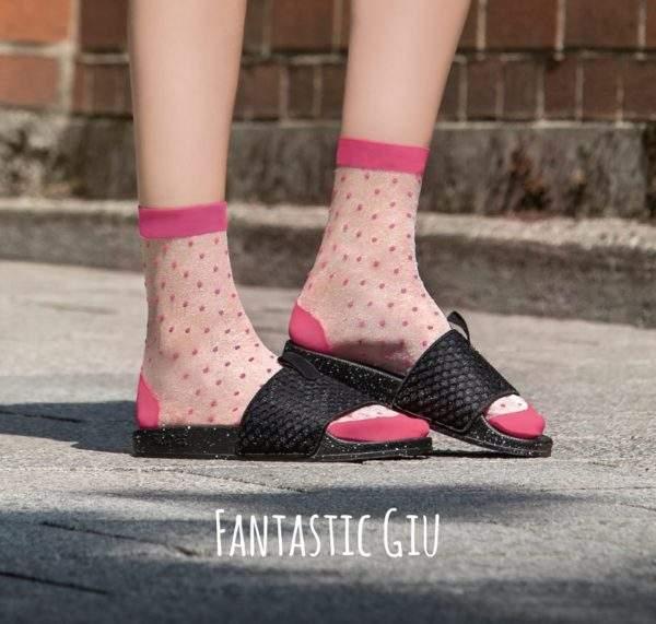 Fanatstic Giu pink: transparente Socken mit pinken Pünktchen - 2H2H - Image
