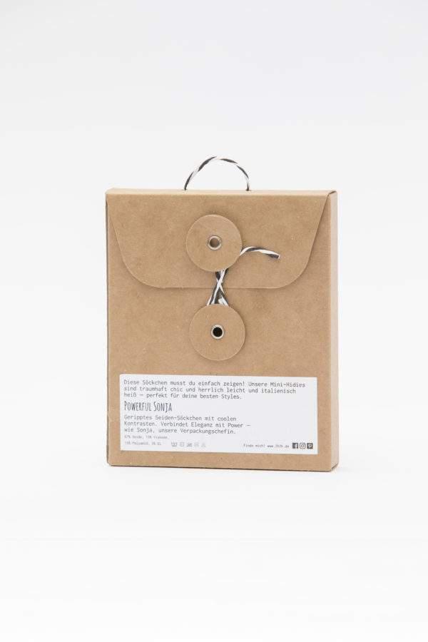 Verpackung Powerful Sonja: gerippte Seidensöckchen mit coolen Kontrasten