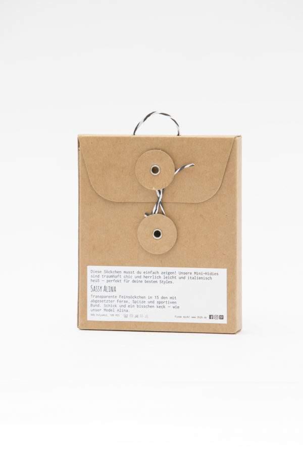 Verpackung Sassy Alina: Transparenete Söckchen mit abgesetzter Ferse und Spitze und sportivem Bund