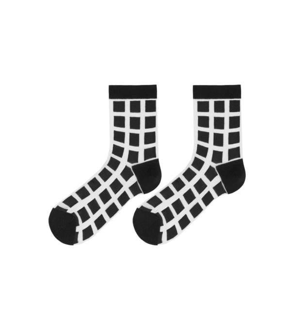 Sleek Barbara black: Söckchen mit quadratischem Muster