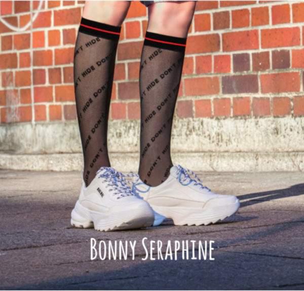 Bonny Seraphine: Kniestrümpfe mit Branding